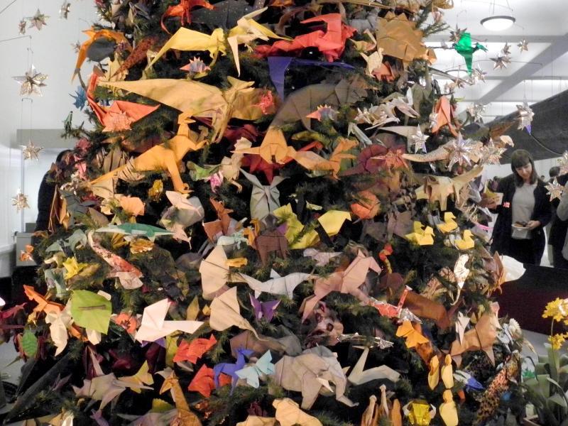 Bild zu Weihnachtsbaum aus Papier
