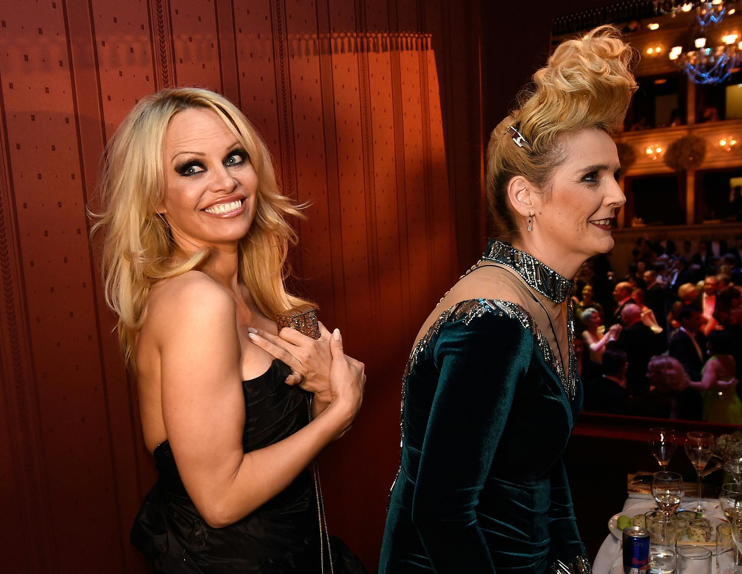 Bild zu Pamela Anderson, Helena Fürst
