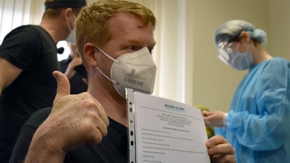Deutsche reisen zum Impfen nach Moskau