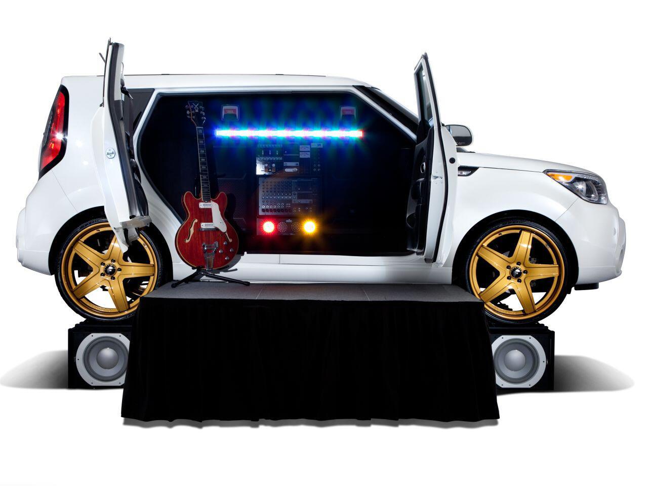 Bild zu Gitarre schnappen und loslegen: Der Kia Amped Soul wird zur Bühne