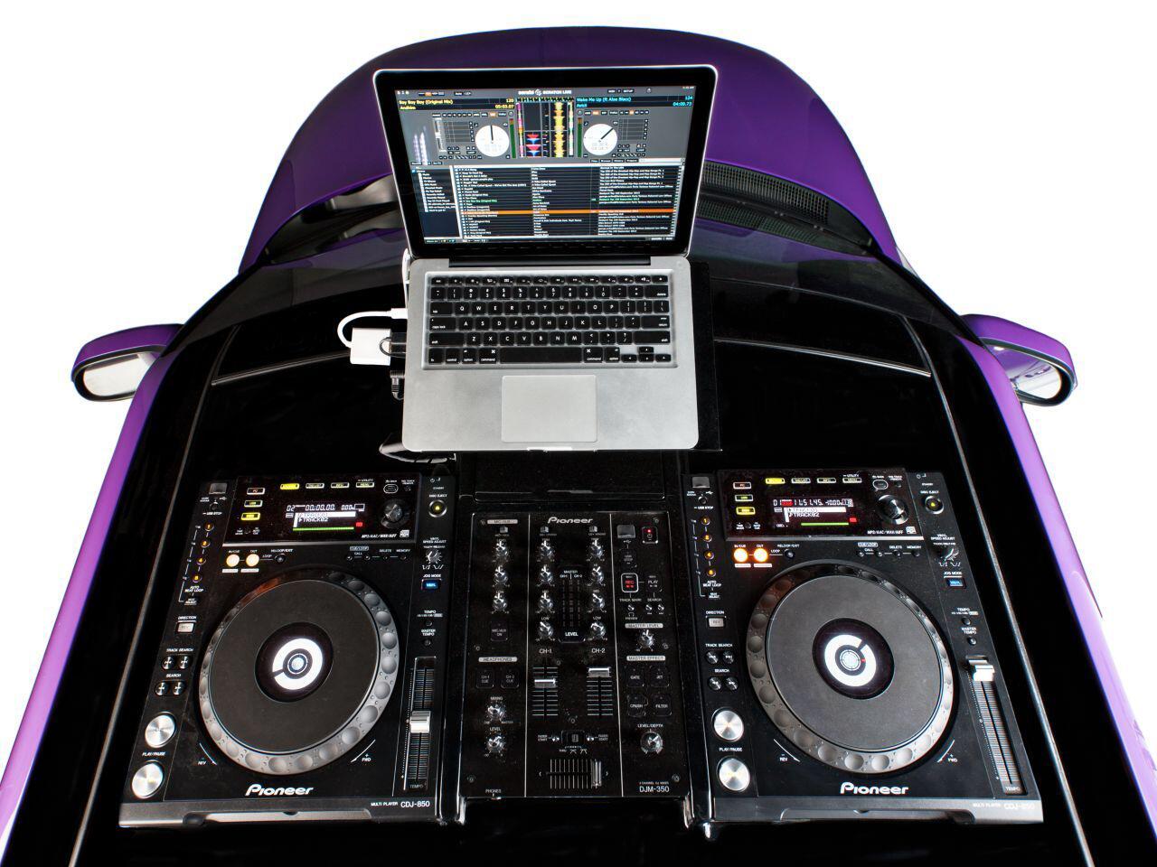 Bild zu Wo ist denn das Dach hin? Mit dem Kia DJ Booth Soul hätte jeder DJ seinen Spaß