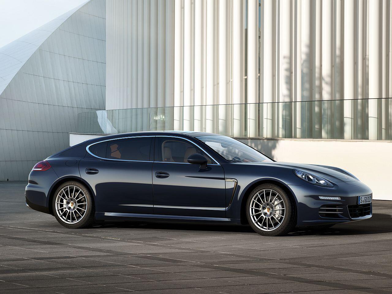 Bild zu Bester Werterhalt in Prozent bei den Luxusklasse-Pkw: Porsche Panamera 4S