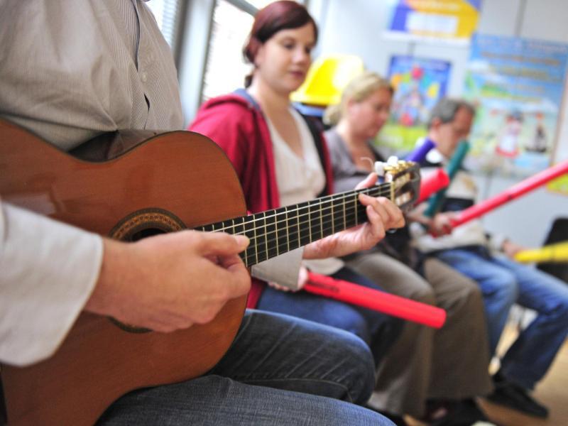 Bild zu Gitarrenunterricht an einer Musikschule