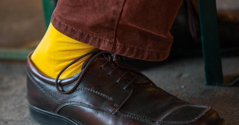 Schuhe zu teuer mann sucht frau ohne füße