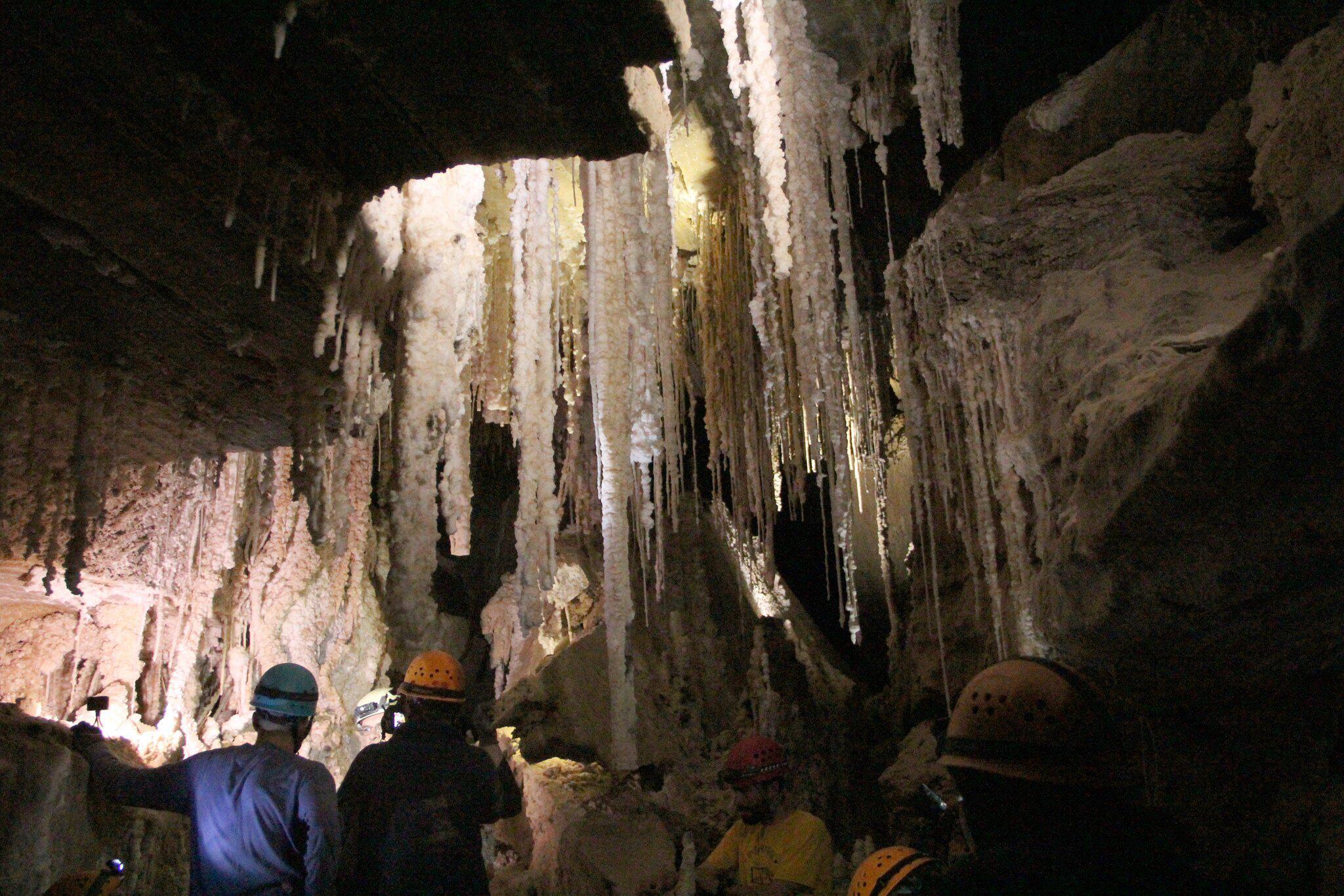 Bild zu Forscher finden längste Salzhöhle der Welt in Israel
