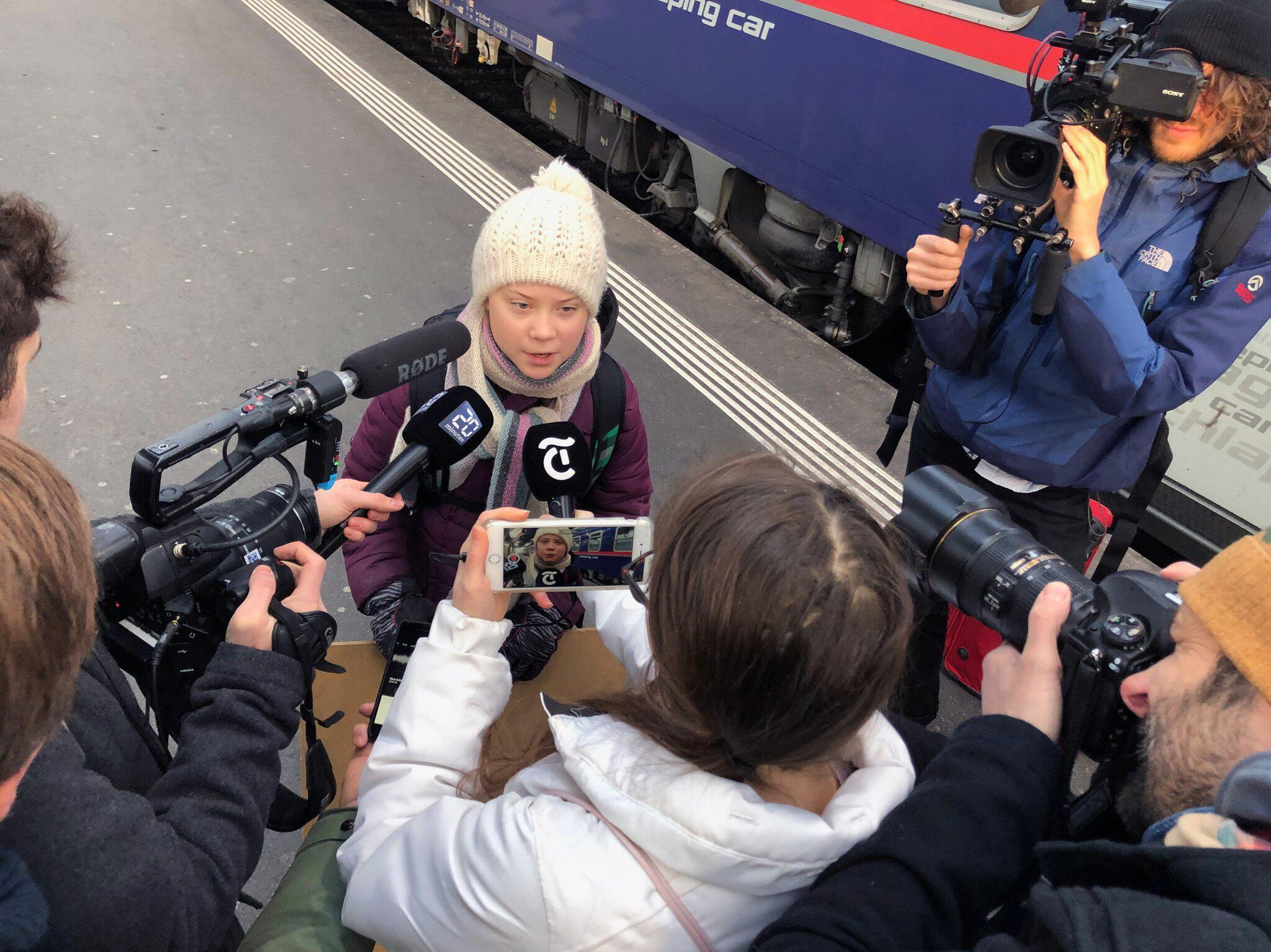 Bild zu 65 Stunden Fahrzeit: Klimaaktivistin reist mit dem Zug nach Davos
