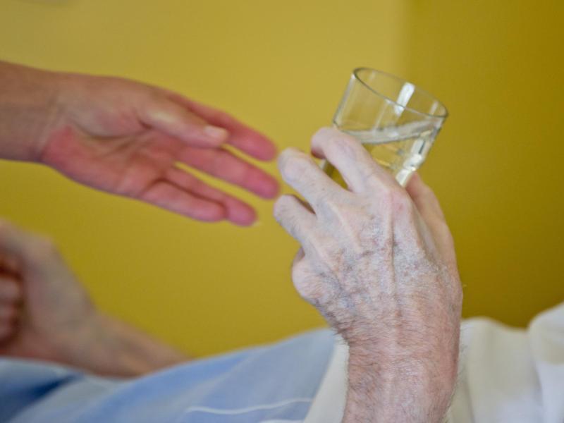 Bild zu Berufe in der Pflege