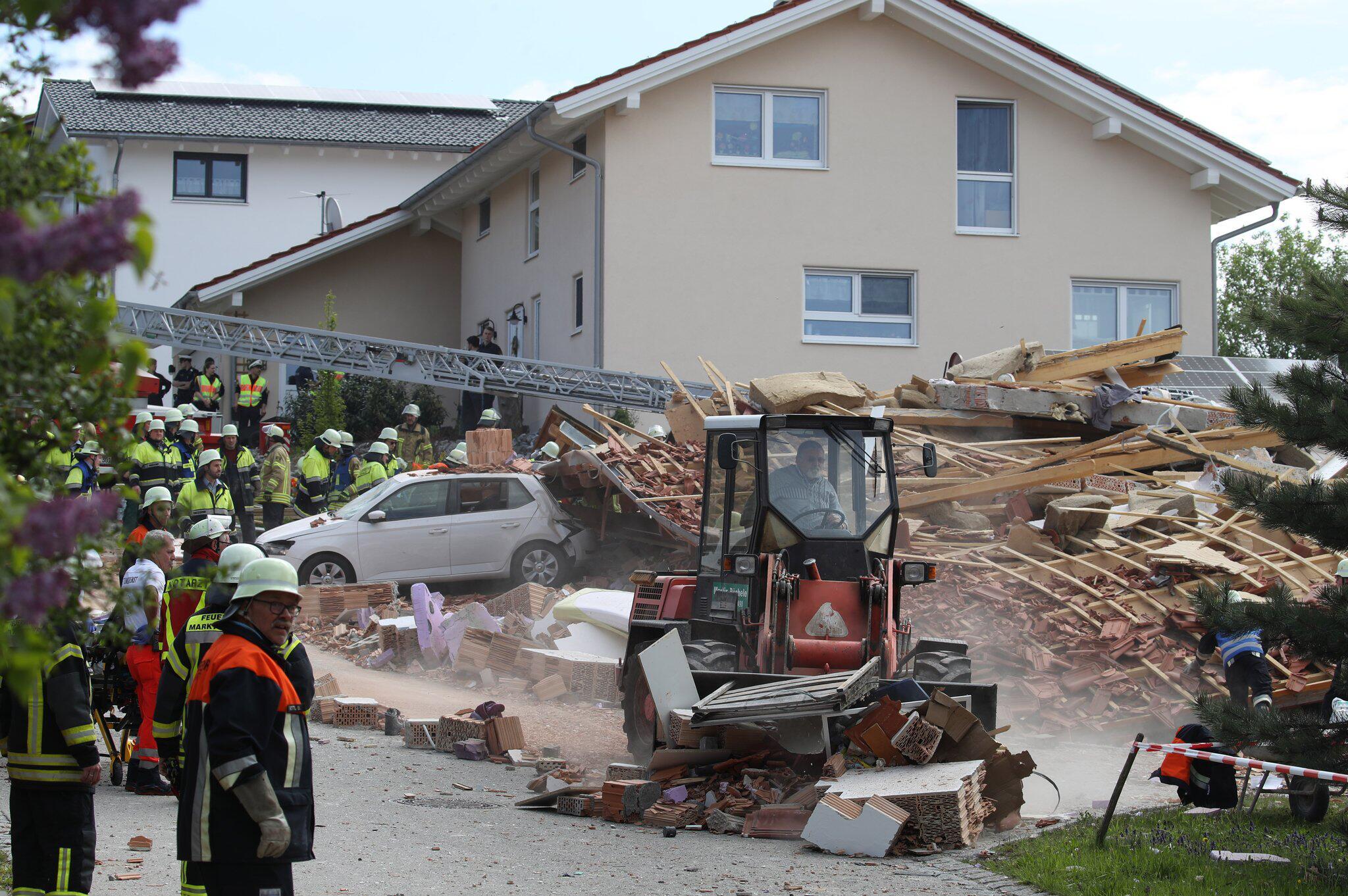 Bild zu Wohnhaus explodiert