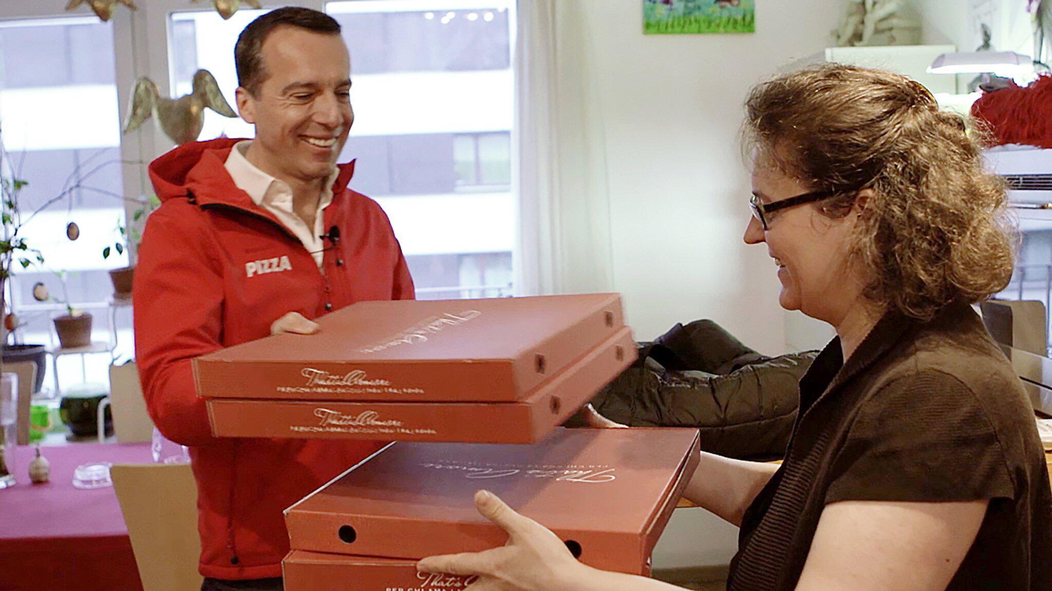 Bild zu Österreichs Bundeskanzler Kern als Pizzabote
