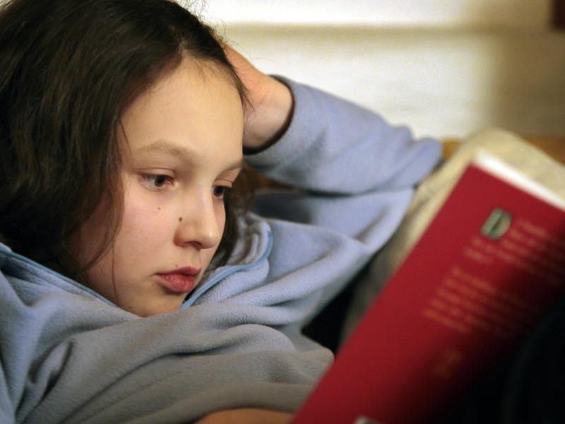 Bild zu Kind beim Lesen