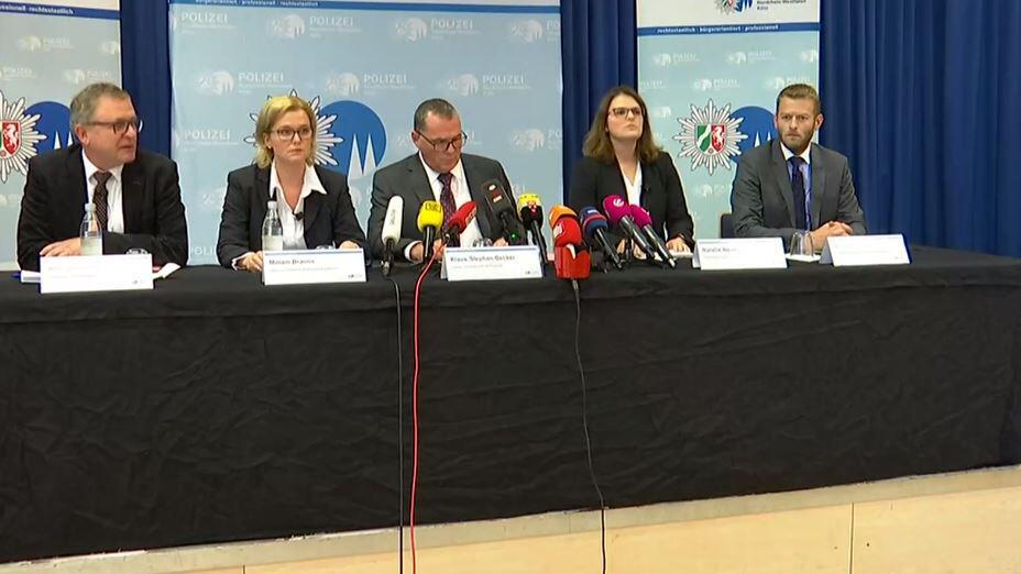 Bild zu Geiselnahme am Kölner Hauptbahnhof -Pressekonferenz