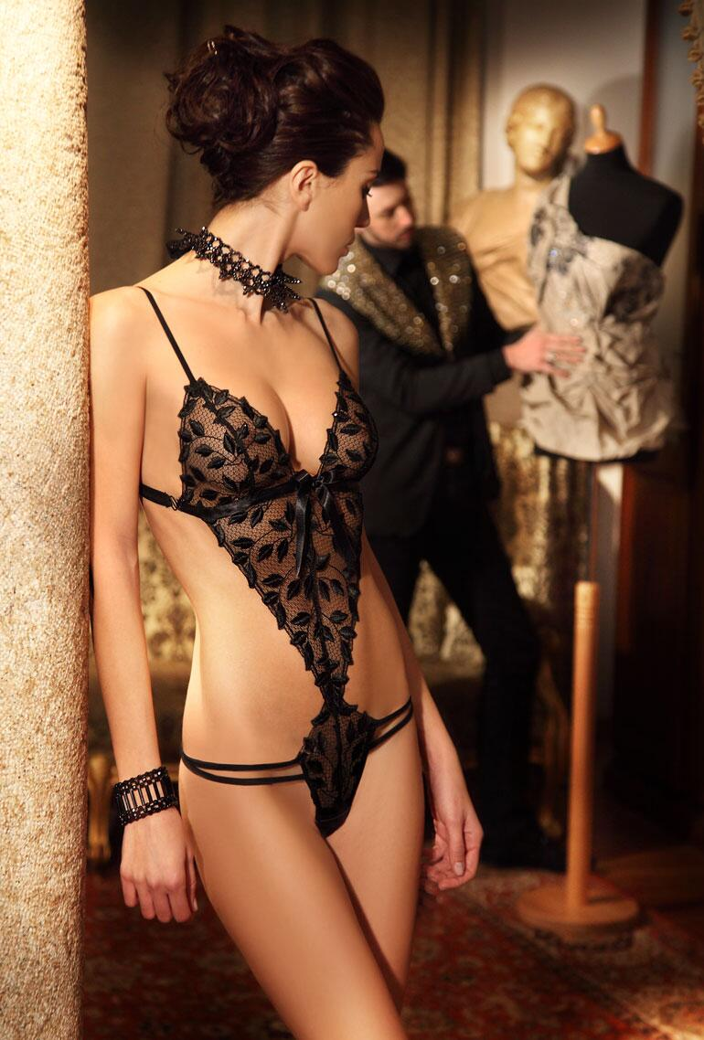 Bild zu Erotik pur mit Christies Stringbody