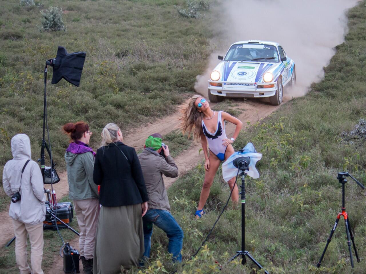 Bild zu Traum-Kombi: Frauen + Autos