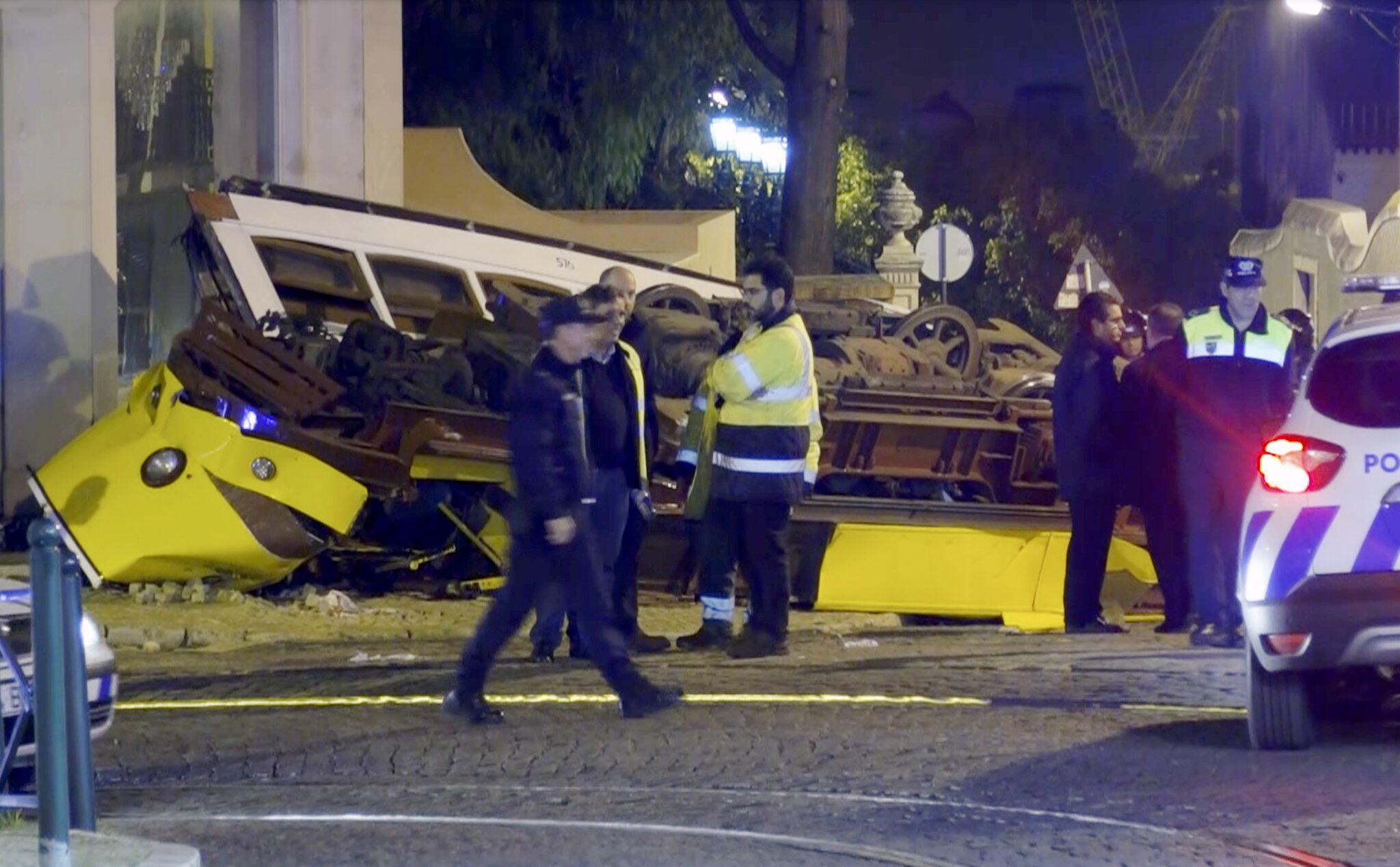 Bild zu Straßenbahn in Lissabon entgleist
