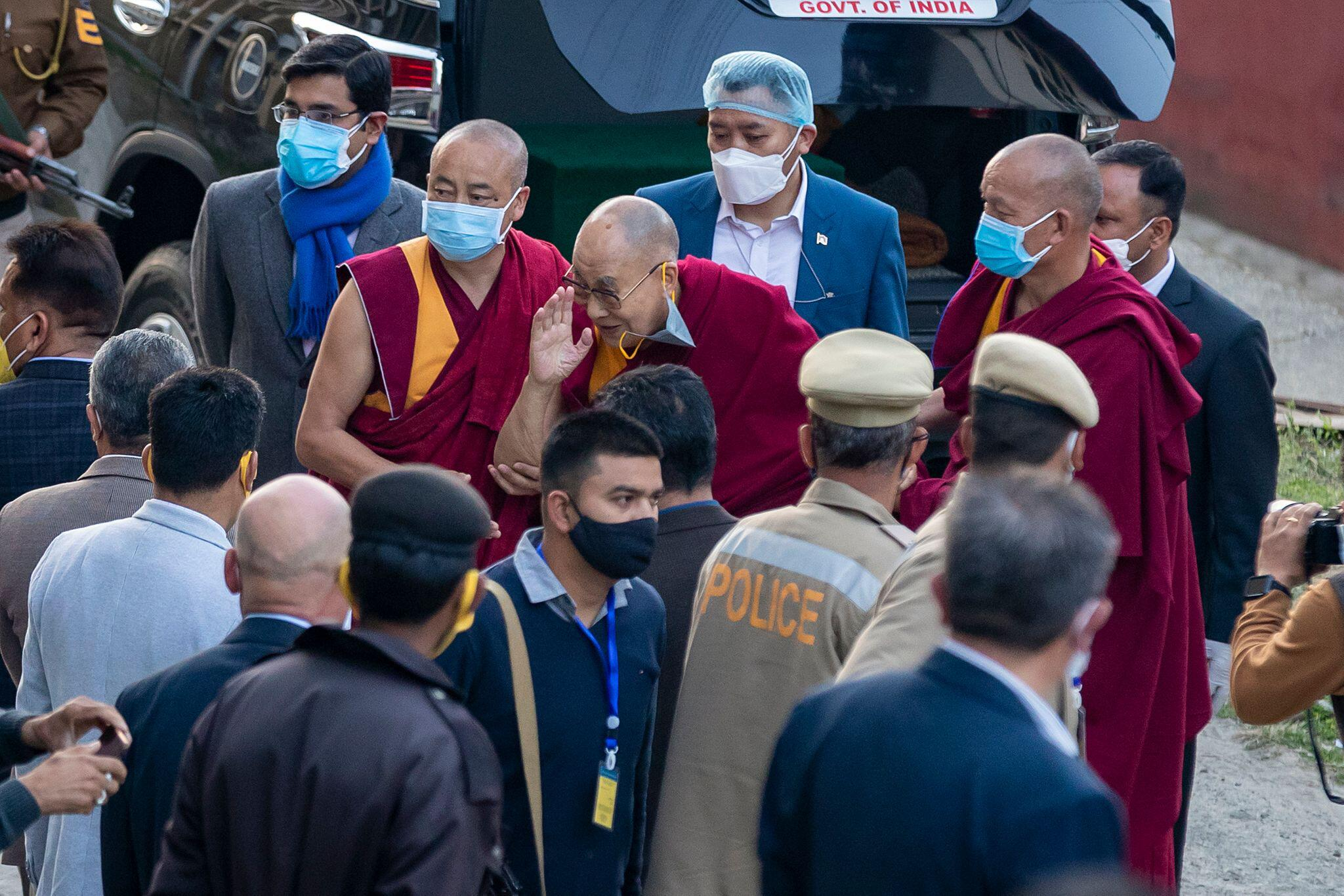 Bild zu Coronavirus - Dalai Lama erhält Impfung