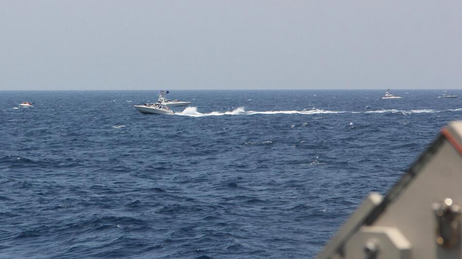 US-Schiffe feuern Warnschüsse wegen iranischen Booten ab