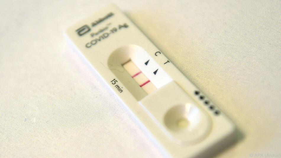 Zahl der positiven Tests erneut über dem Sieben-Tages-Schnitt