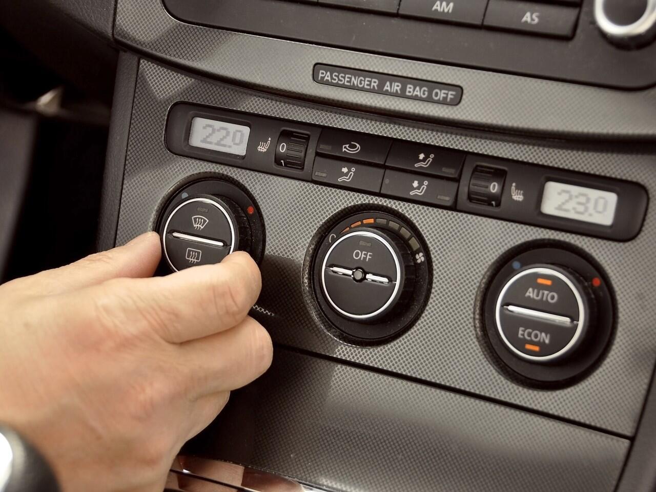 Bild zu Autofahren bei Hitze