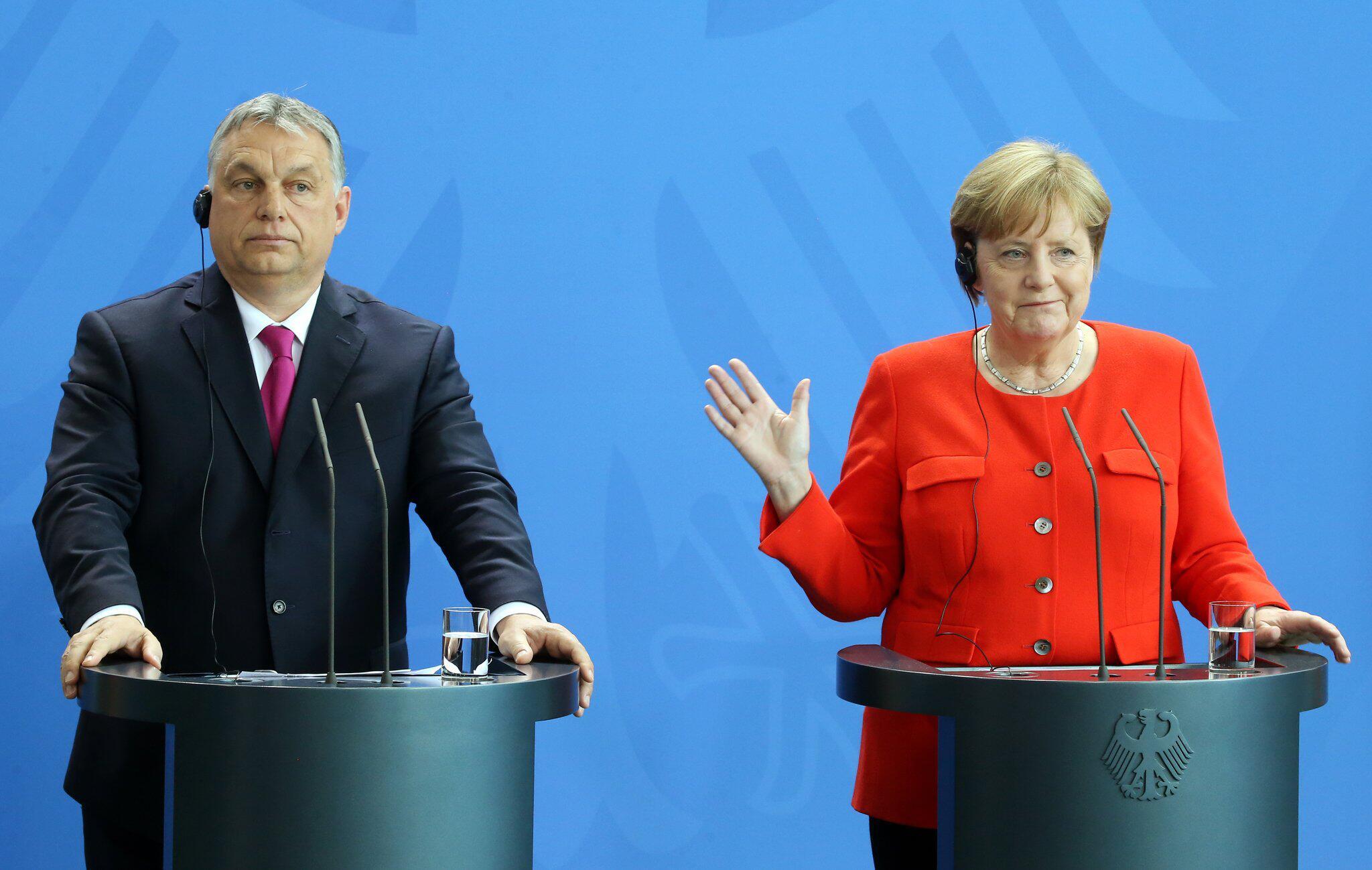 Bild zu Merkel, Orban