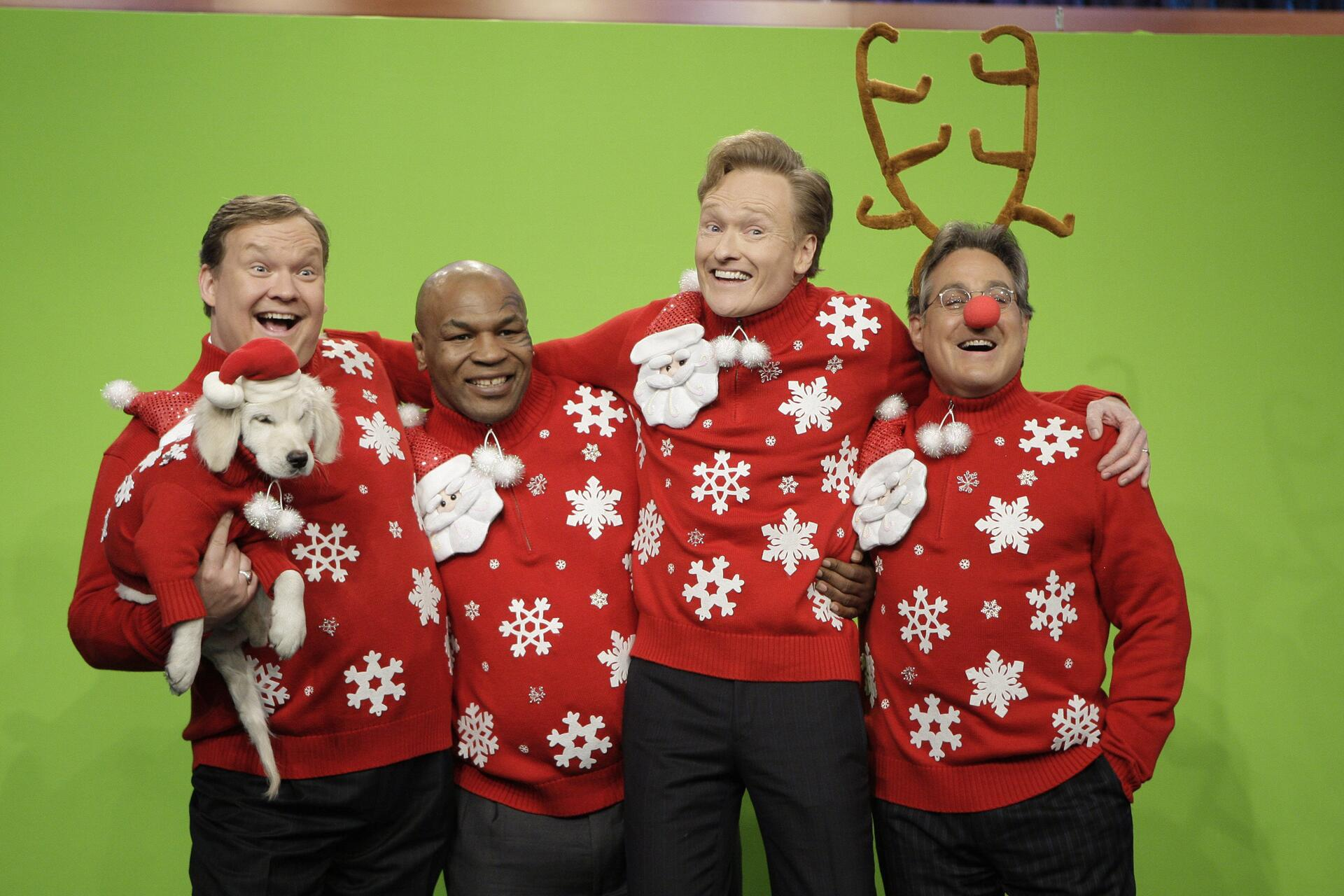 Bild zu Snuggles, Andy Richter, Mike Tyson, Conan O'Brien, Weihnachten, Ugly Sweater