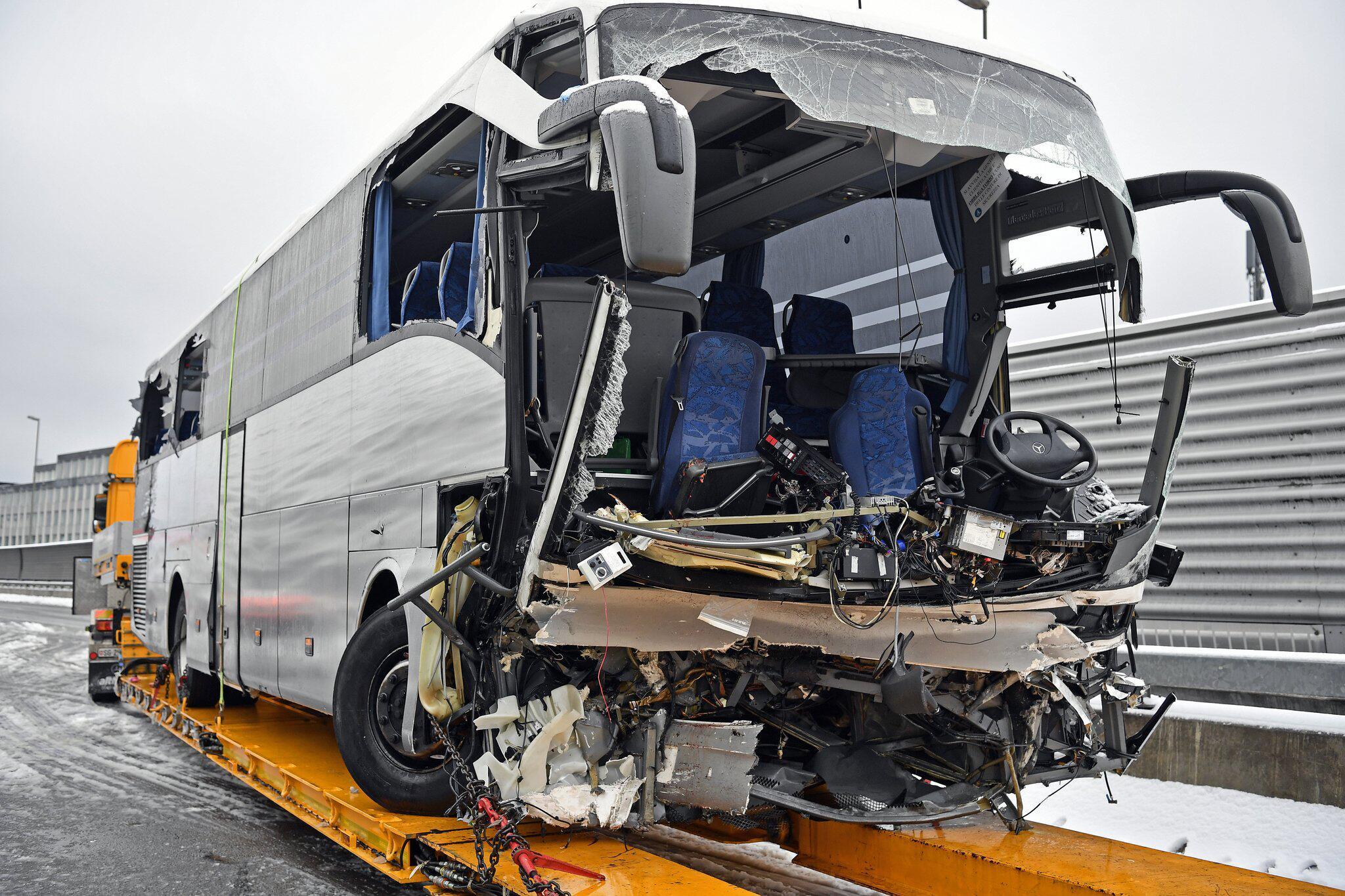 Bild zu Busunfall nahe Zürich