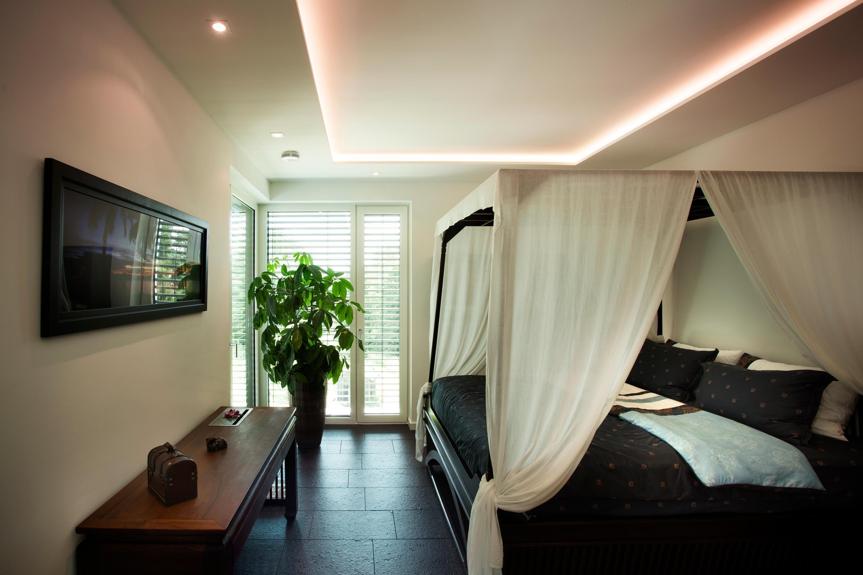 Schlafzimmer mit stil asiatische deko und behagliches licht machen den raum zu einem wohlfühlort