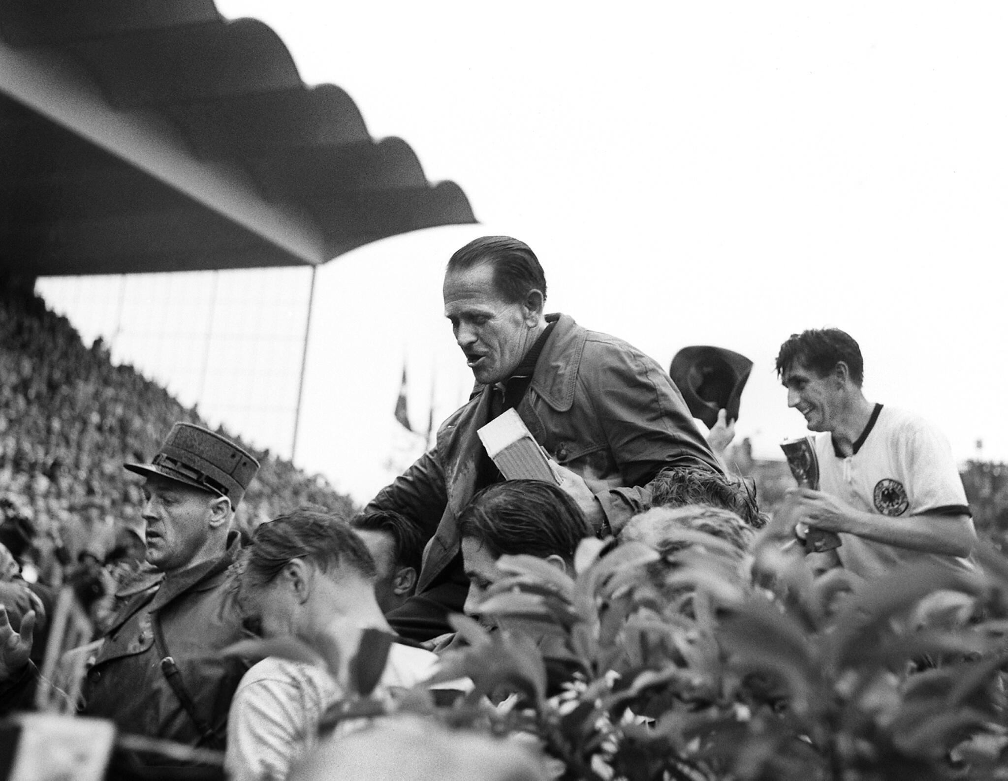 Bild zu WM 1954, Bern, Schweiz, Deutschland, Ungarn, Endspiel, Bern, Sepp Herberger, Fritz Walter