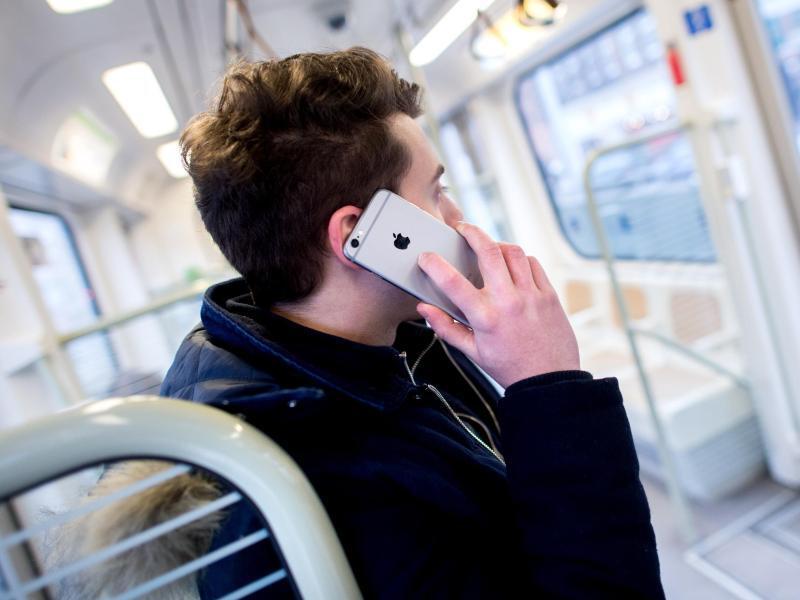 Bild zu Mit dem Smartphone telefonieren
