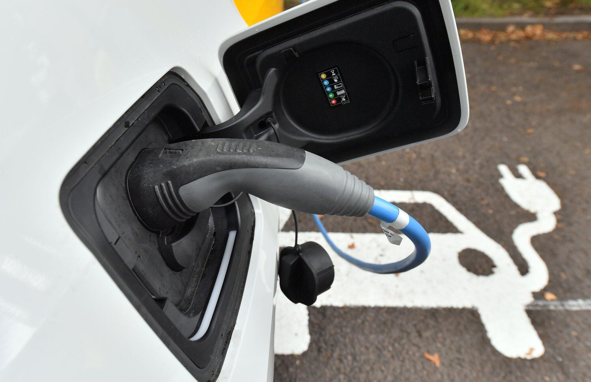 Bild zu Regierung verlängert Kaufprämie für E-Autos bis Ende 2020