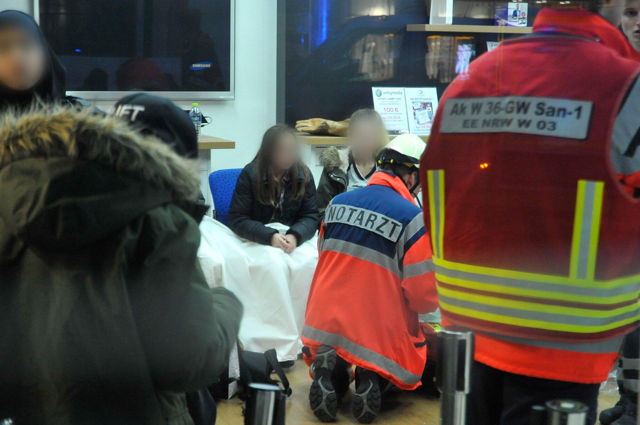 Bild zu Verletzte bei Autogrammstunde in Wuppertal