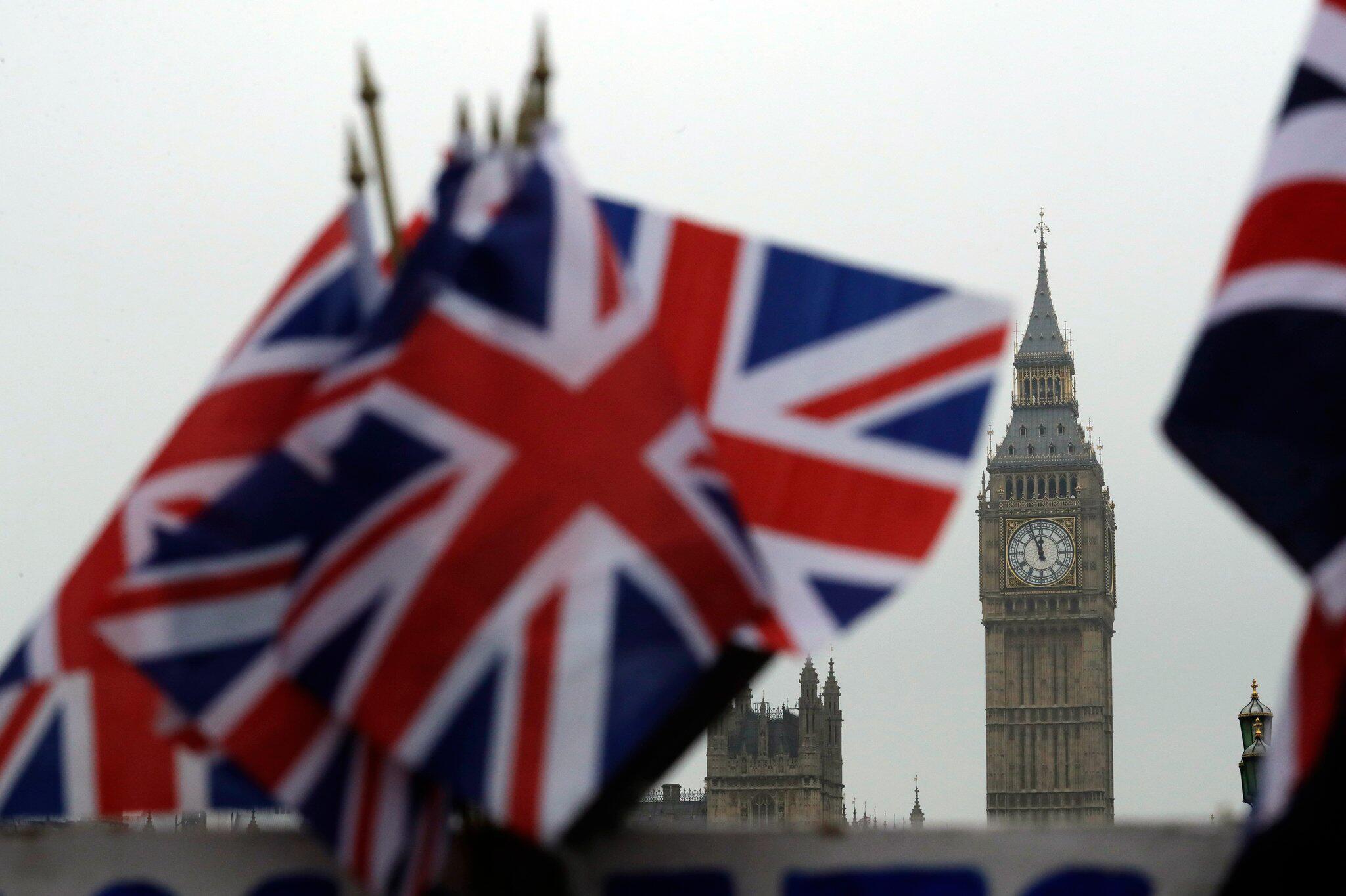 Bild zu Britische Flaggen und Big Ben Uhrtrum