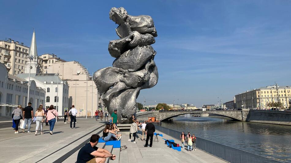 Moskau streitet über Skulptur von Urs Fischer