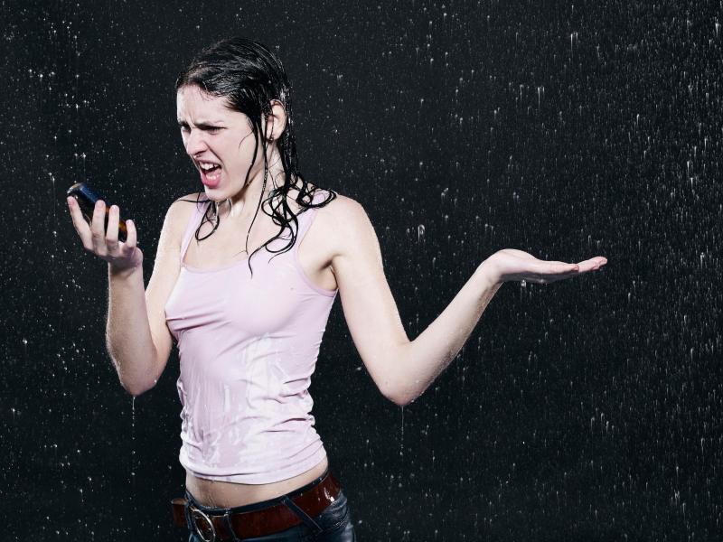 Bild zu Telefonieren im Regen?