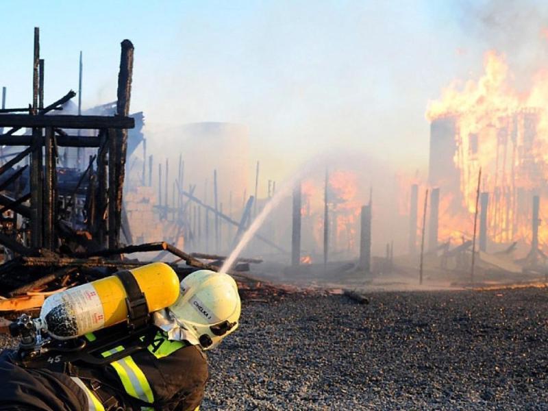 Bild zu Feuer zerstört Kulissenstadt in Prag