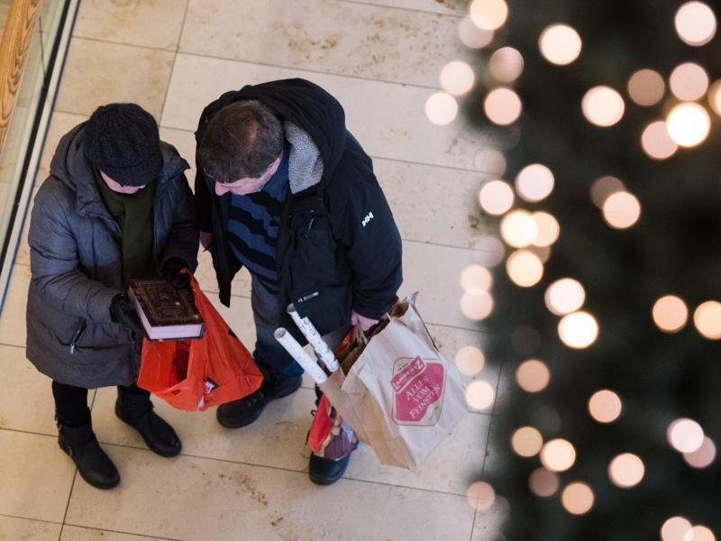 Bild zu Einkaufen vor Weihnachten