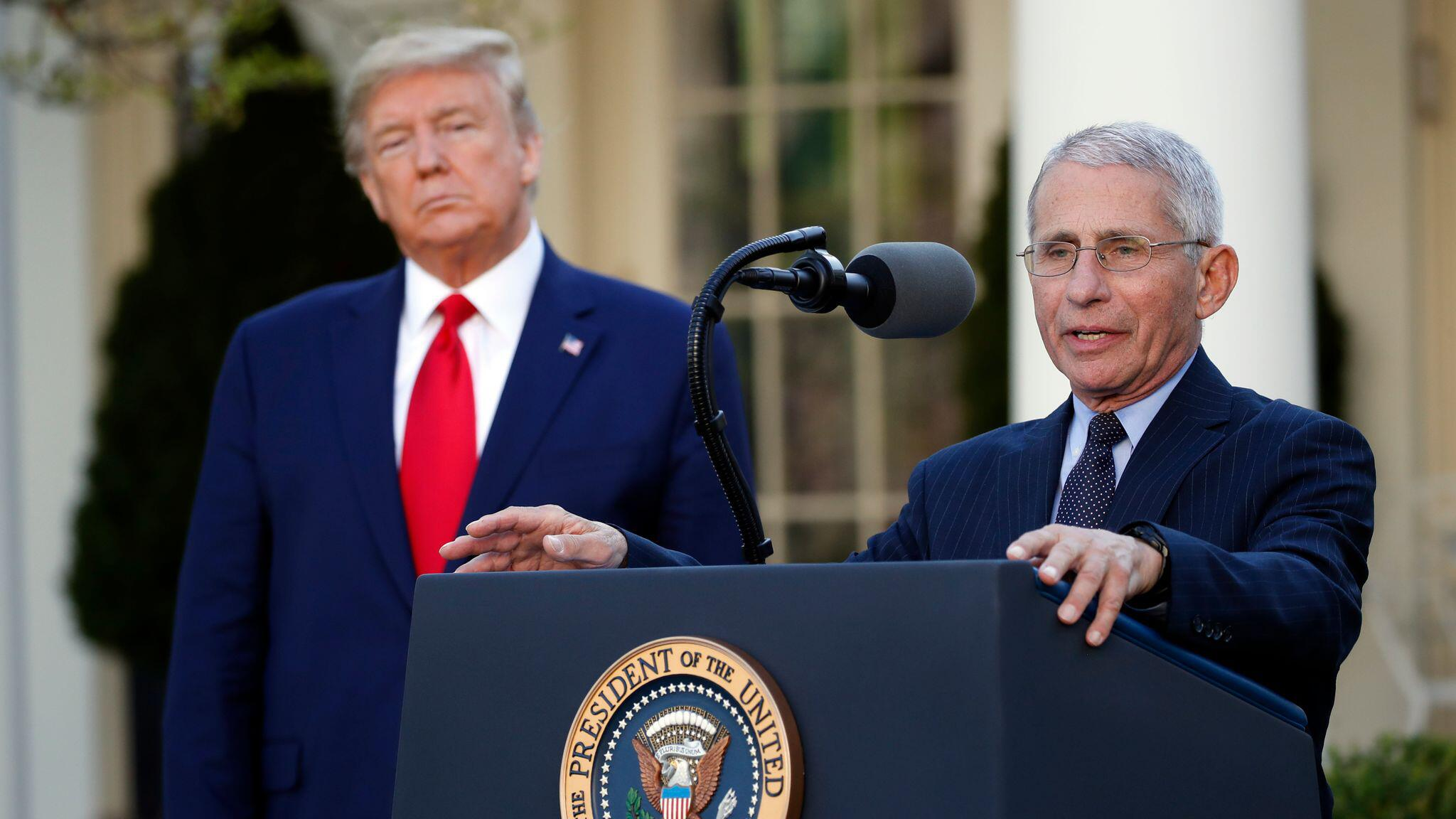 Bild zu Coronavirus - Fauci und Trump