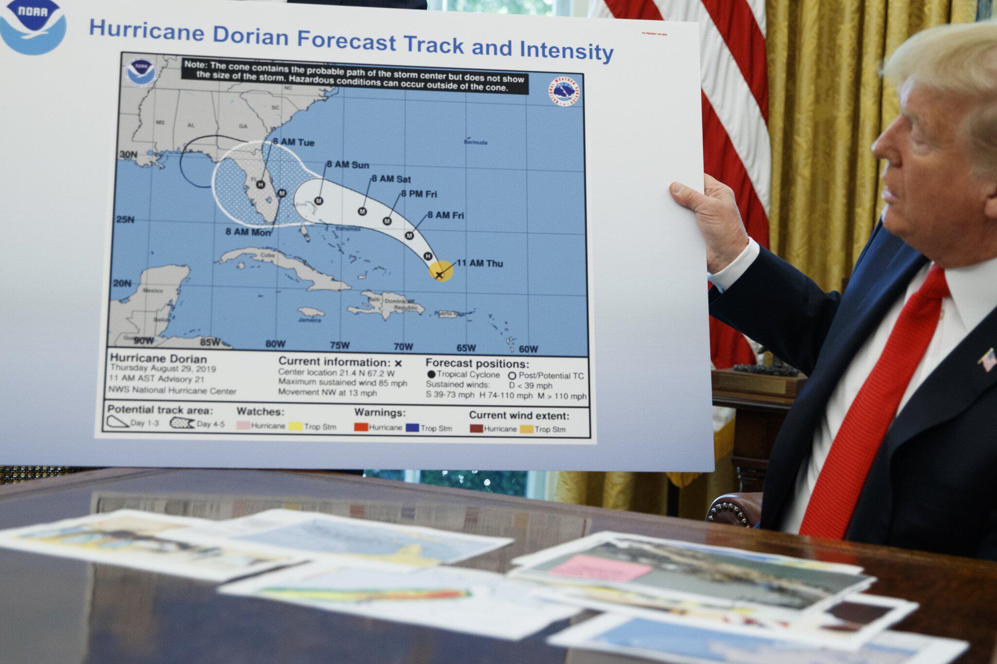Bild zu US-Präsident Trump spricht über Hurrikan «Dorian»