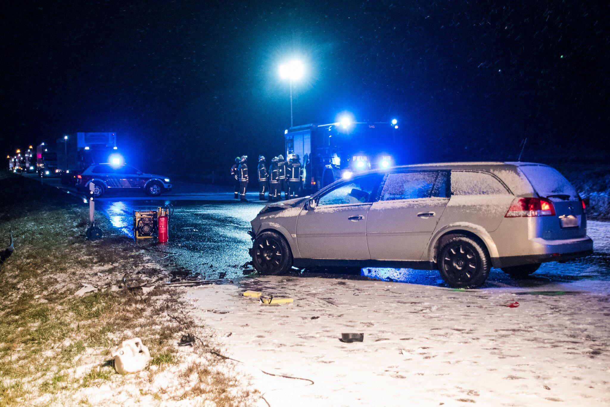 Bild zu Tote nach Unfall bei Glätte in Baden-Württemberg