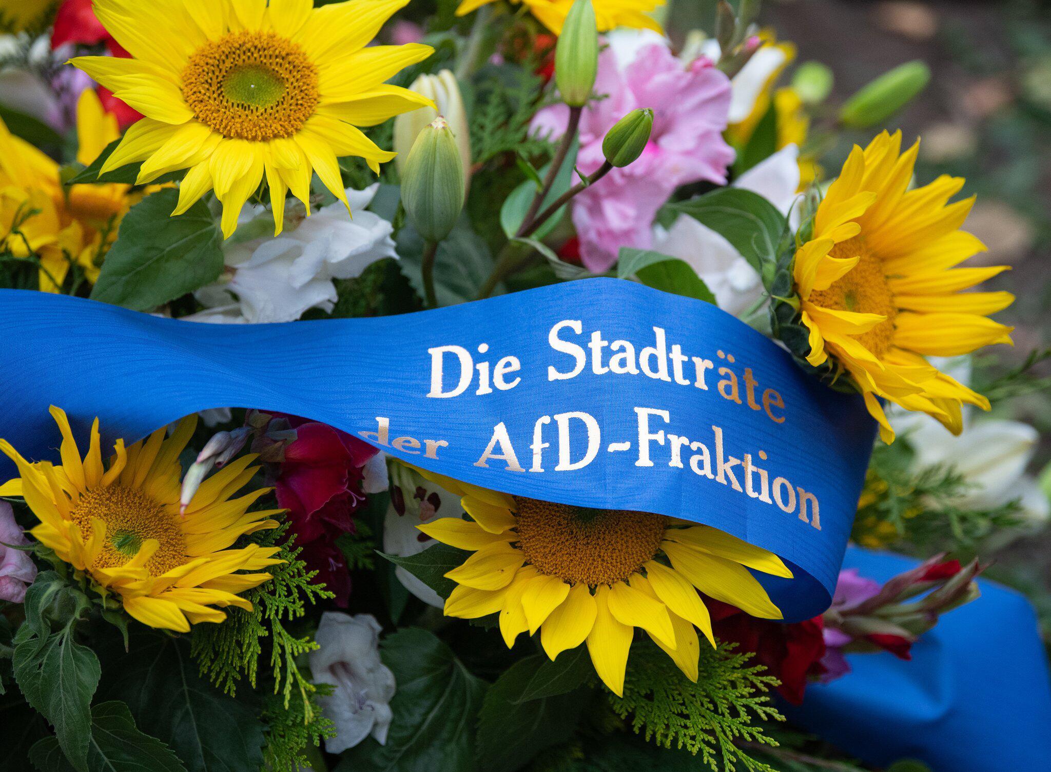 Bild zu Solidaritätsbekundung an der Jüdischen Gemeinde in Dresden