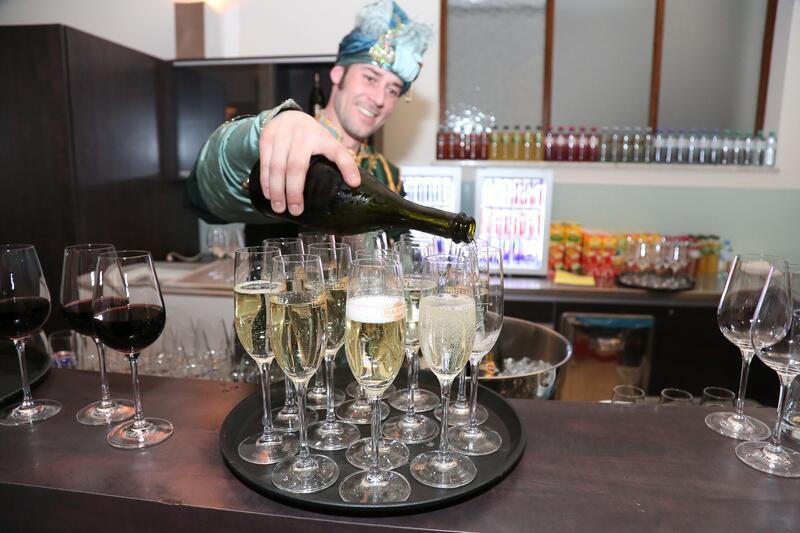 Bild zu Minztee und Champagner