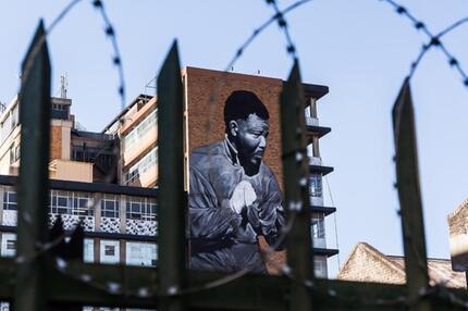 Nelson Mandela ziert Fassade