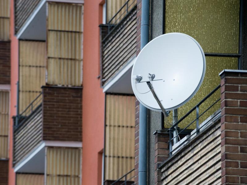 Bild zu Satellitenschüssel am Balkon