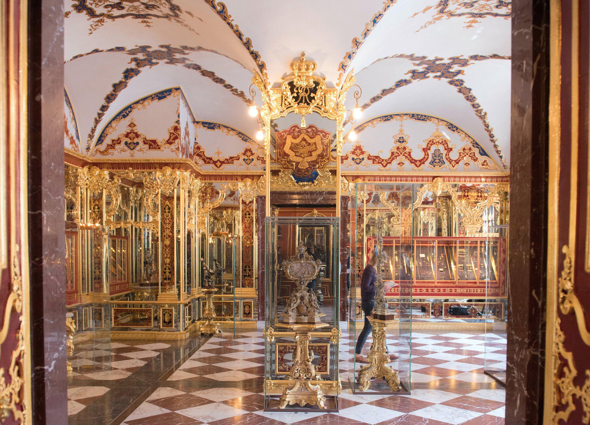Bild zu Verbliebene Juwelen im Grünen Gewölbe werden restauriert