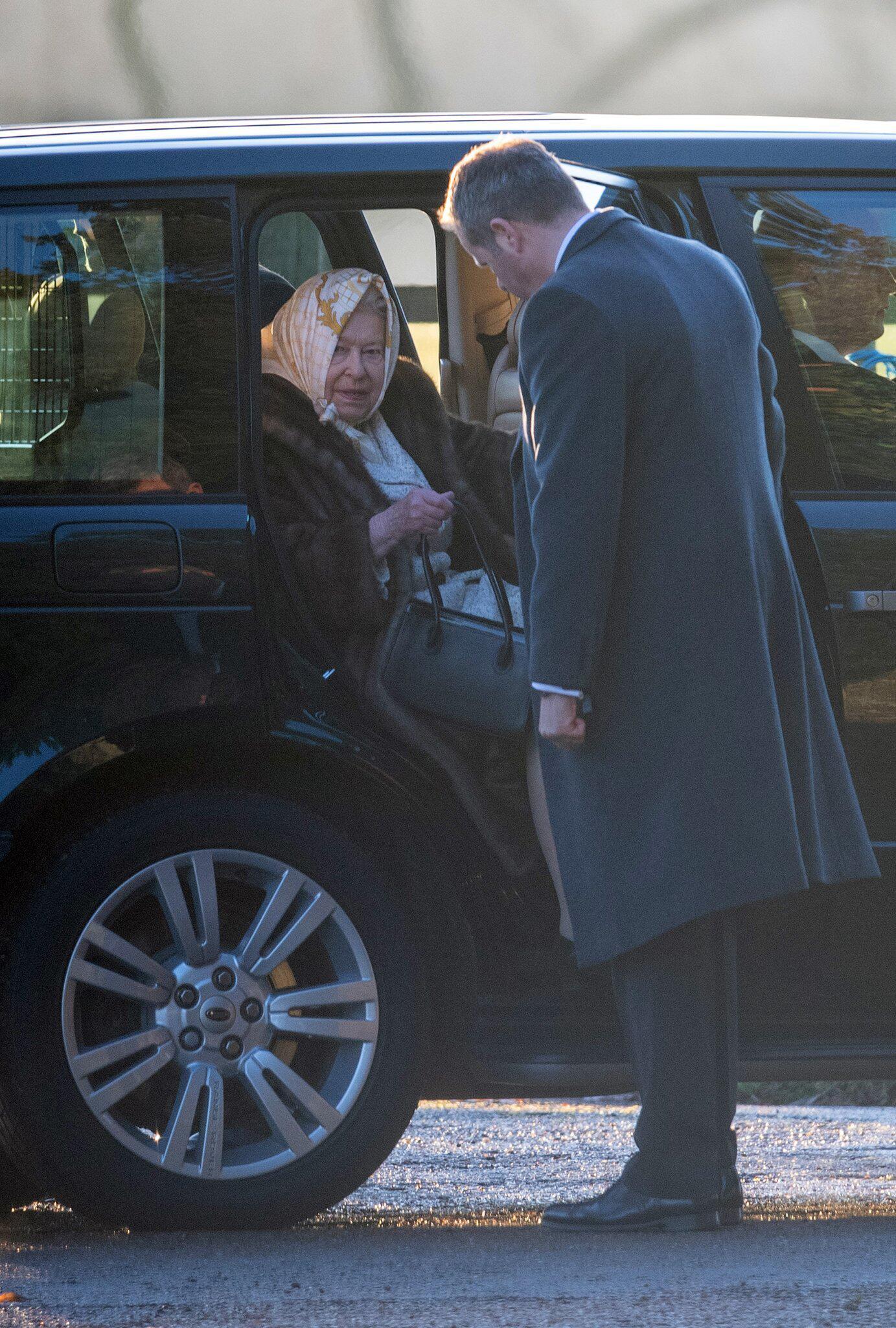 Bild zu Britische Royals besuchen Weihnachtsgottesdienst in Norfolk