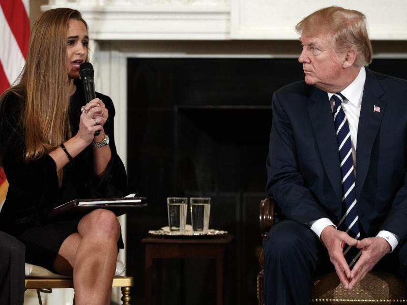 Bild zu Trump trifft Angehörige