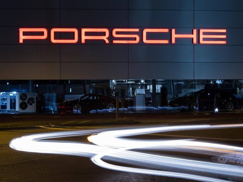 Bild zu Porsche-Schriftzug