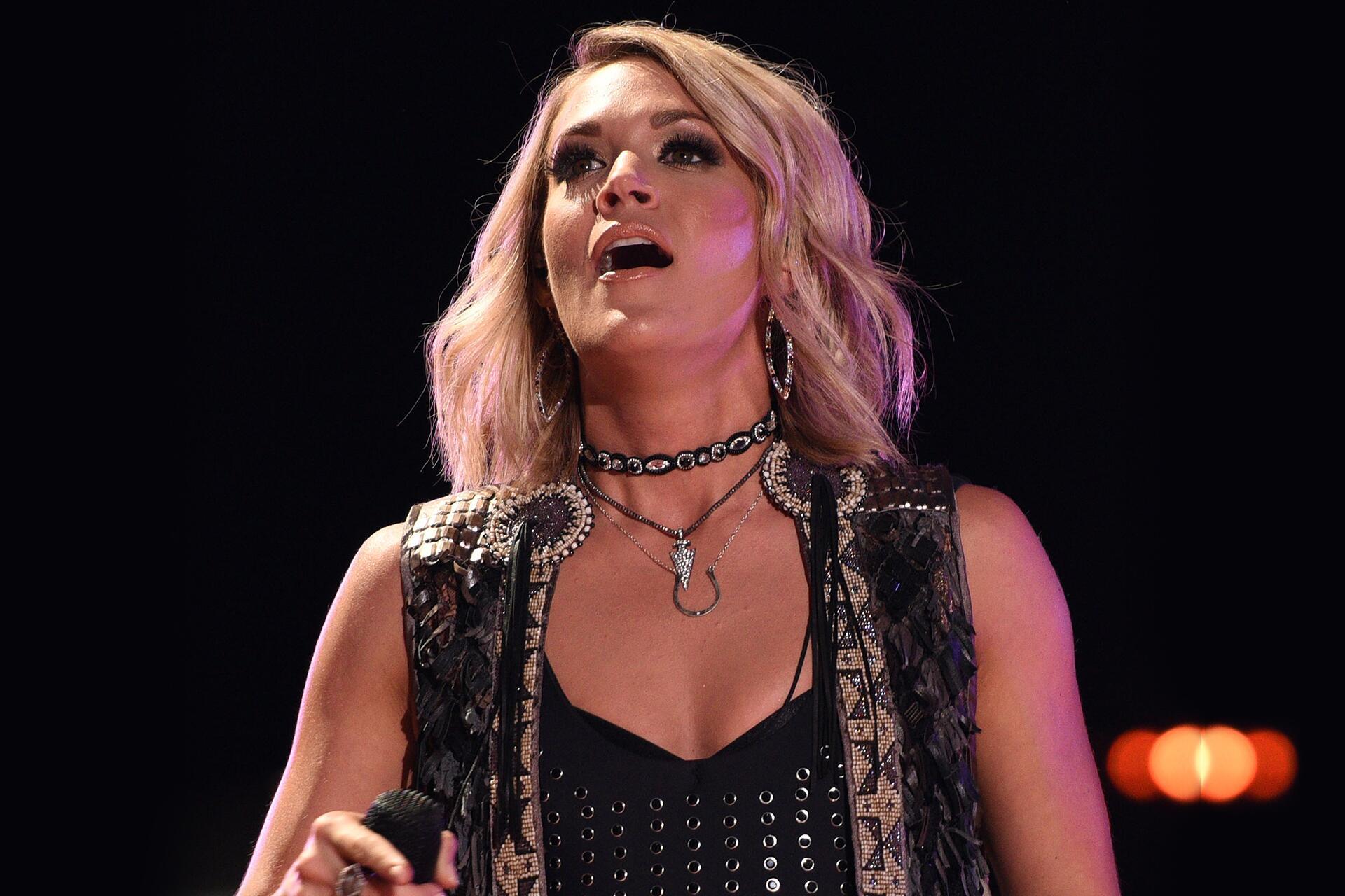 Bild zu Carrie Underwood, Knie, Konzert