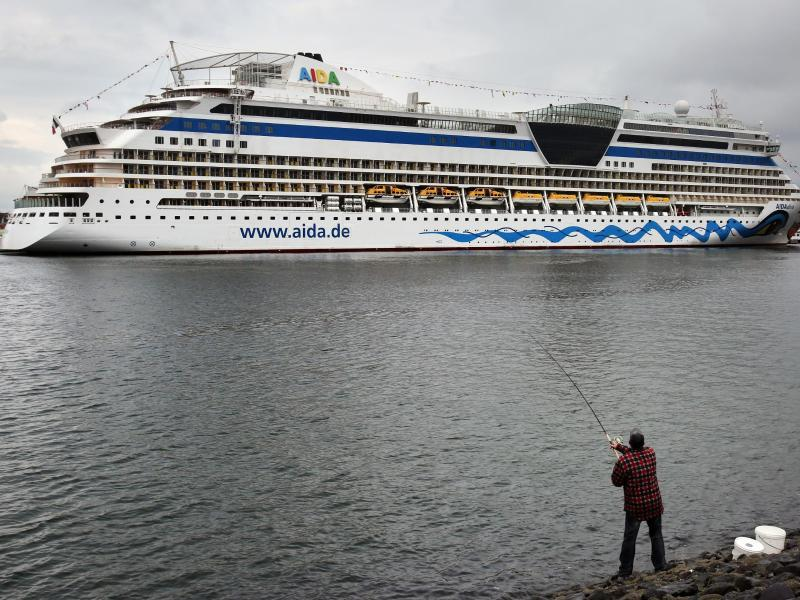 Bild zu Kreuzfahrtsaison in Warnemünde gestartet