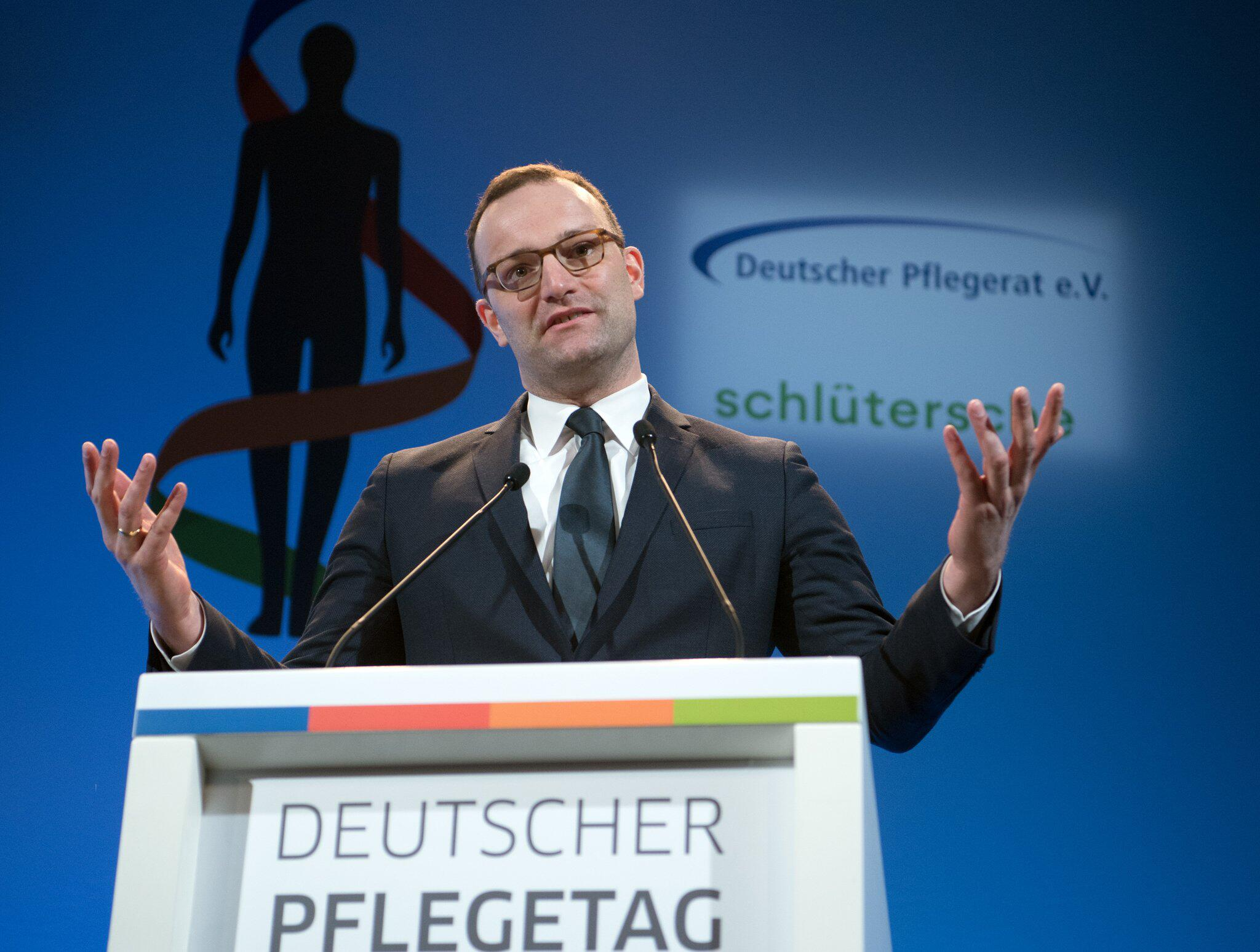 Bild zu German Health Minister Spahn's first day at work in Berlin