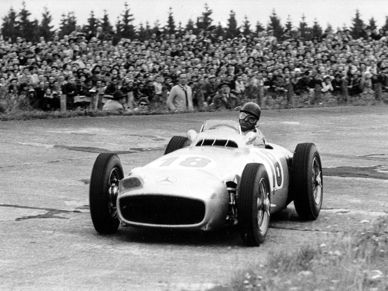 Bild zu Juan Manuel Fangio im Mercedes-Benz W 196 R